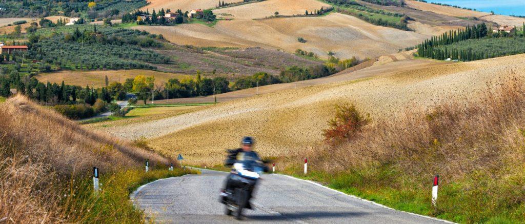 """<img src=""""/wp-content/america-in-moto_logo-icona.png"""" alt=""""America in Moto LOGO""""><br><a href=""""https://www.americainmoto.it/i-nostri-viaggi/viaggi-be-twin/grand-tour-italie"""" target=""""_blank"""" rel=""""noopener noreferrer"""">Viaggio Be-Twin® Di Gruppo Esclusivo Kanaloa Fly&Ride®</a>"""